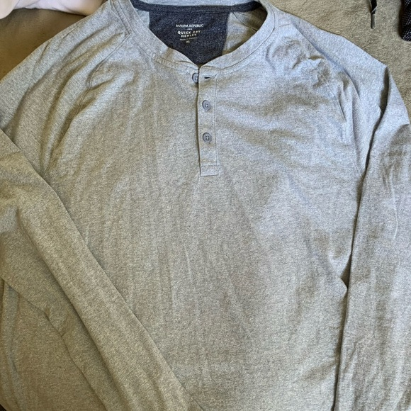 Men's long sleeve top with buttons
